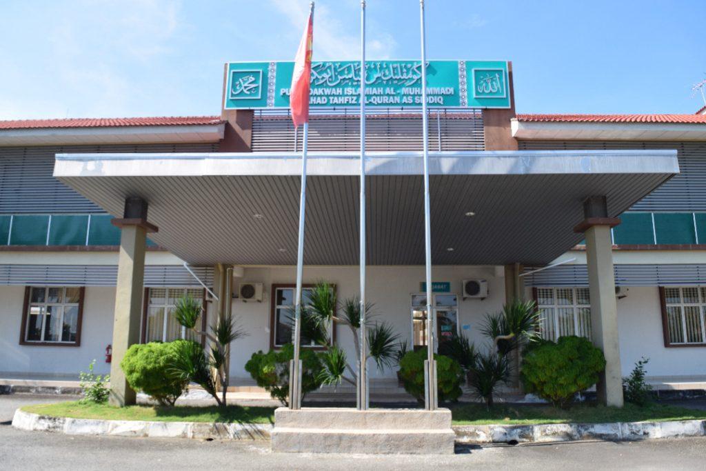 Pintu Depan Yayasan Abu Bakar